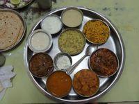 IN_Gujarat_Thali_ES_FOC